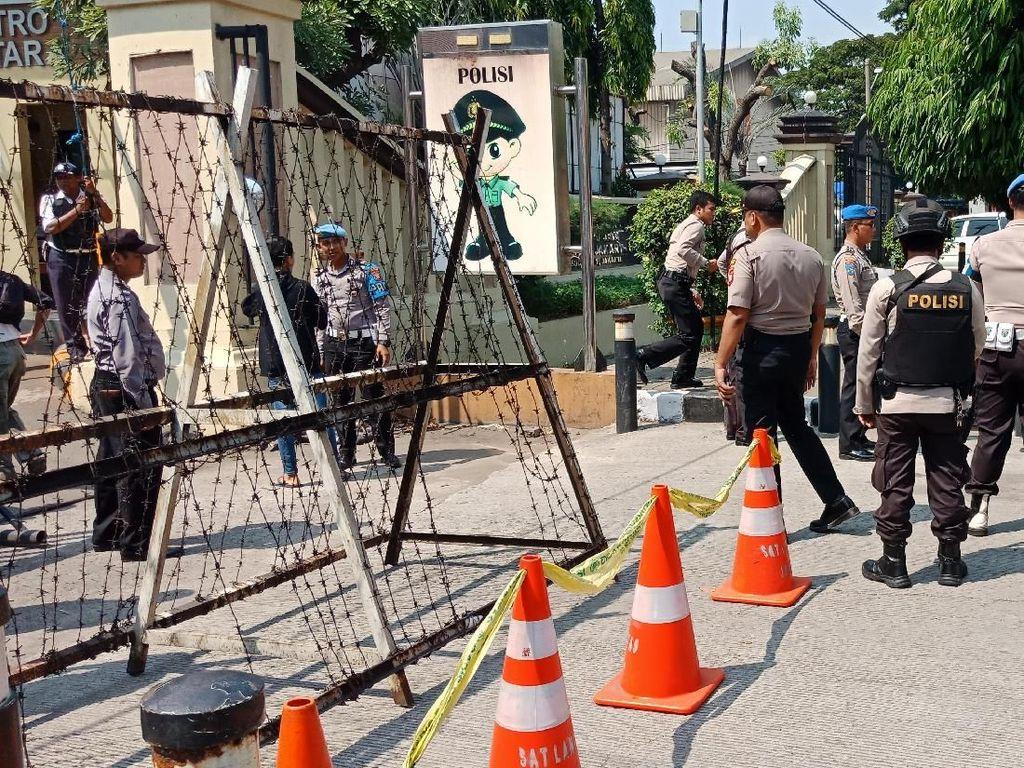 Siaga I, Akses ke Kantor Polisi Ditutup Portal dan Dijaga Ketat