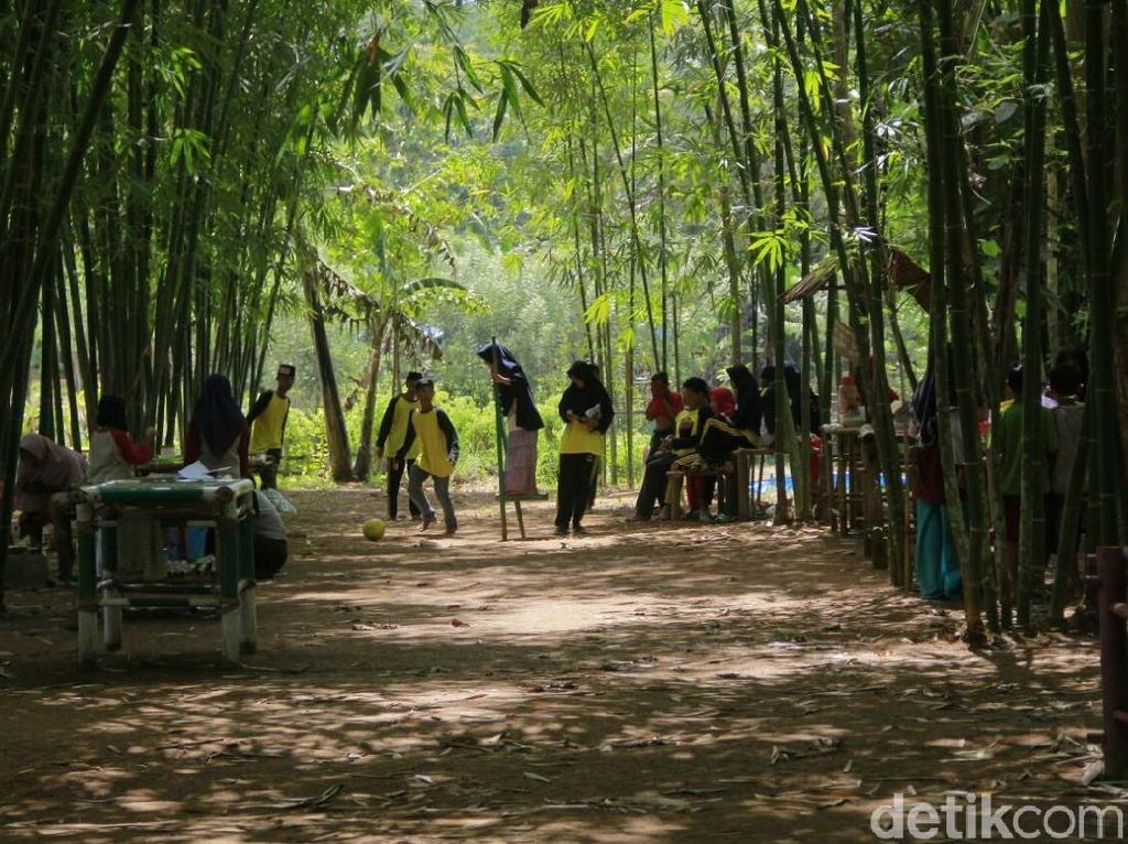 Yang Baru di Maros: Kampung Wisata Jaman Old Bertema Bambu