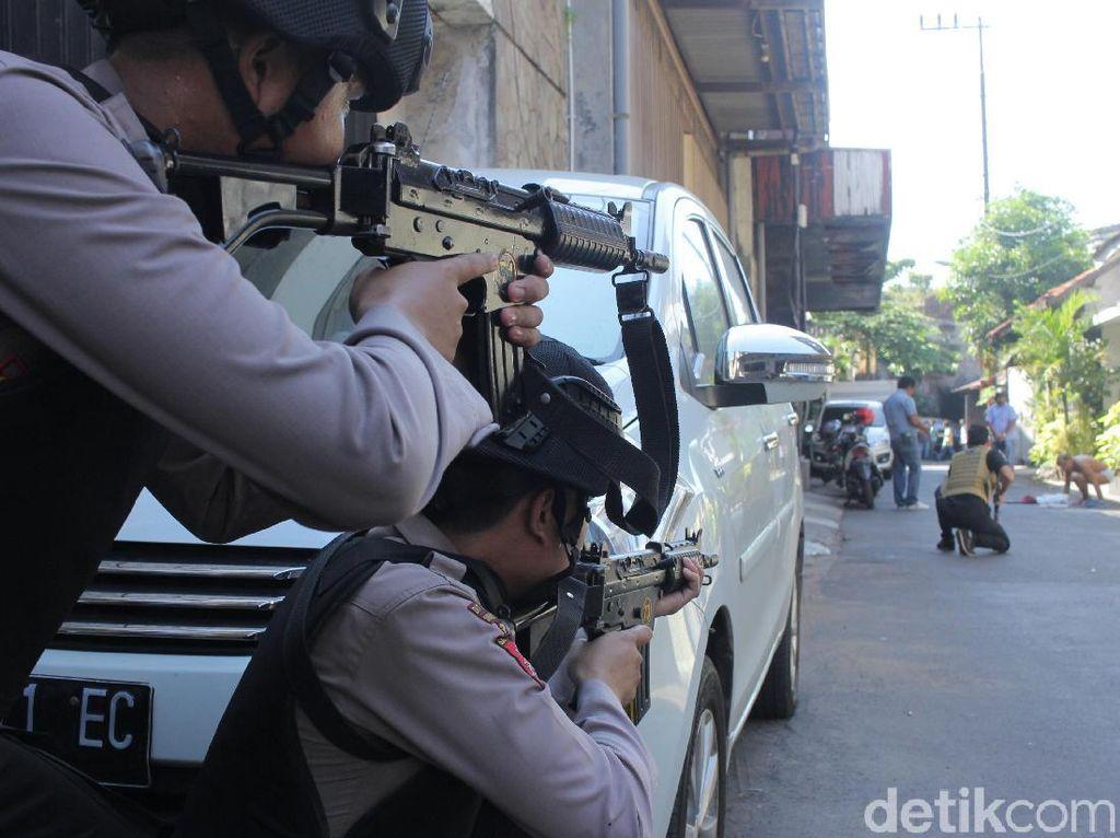 Markas Polisi Diteror: Mako Brimob dan Mapolrestabes Surabaya