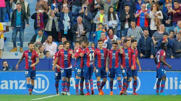 Levante menjadi kesebelasan pertama yang mengalahkan Barcelona di La Liga 2018.