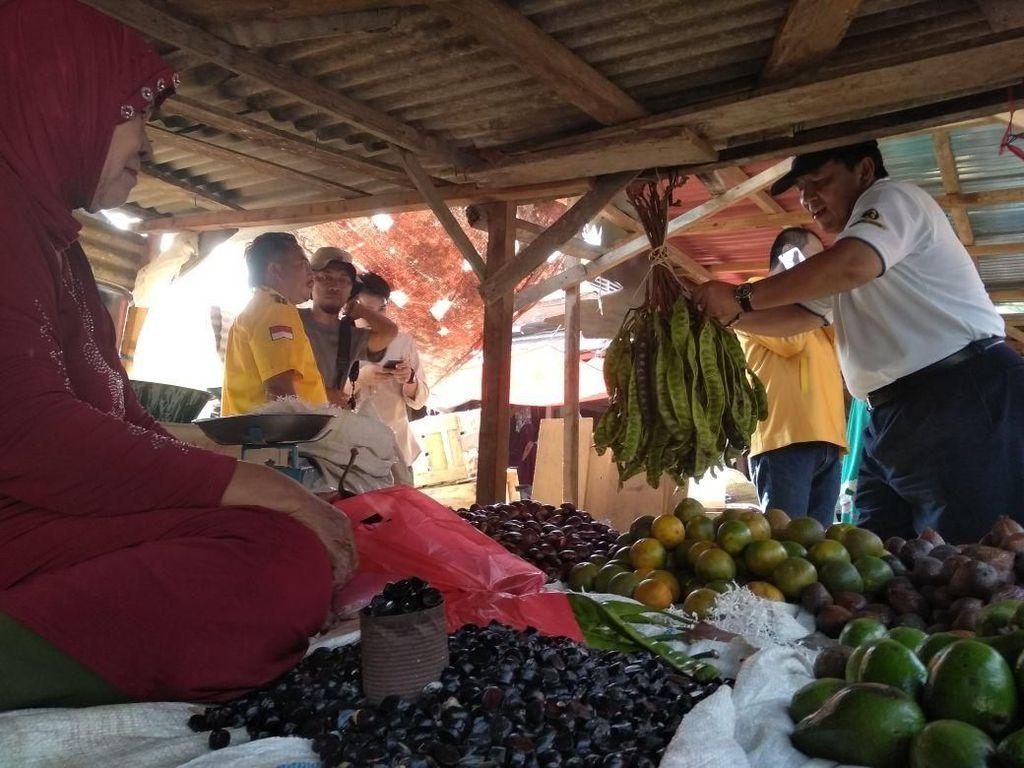 Tampung Aspirasi, Cagub Arinal Blusukan ke Pasar Way Batu