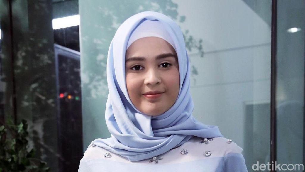 Nyaman Kenakan Hijab, Cut Meyriska Minta Didoakan