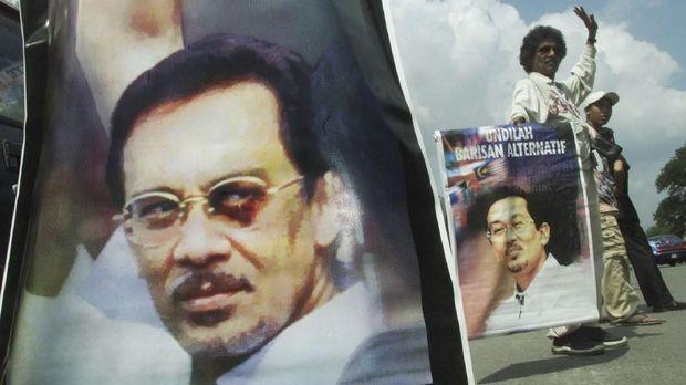 Mahathir dan Anwar, Dari Murid Jadi Lawan Lalu Kawan (EMB)