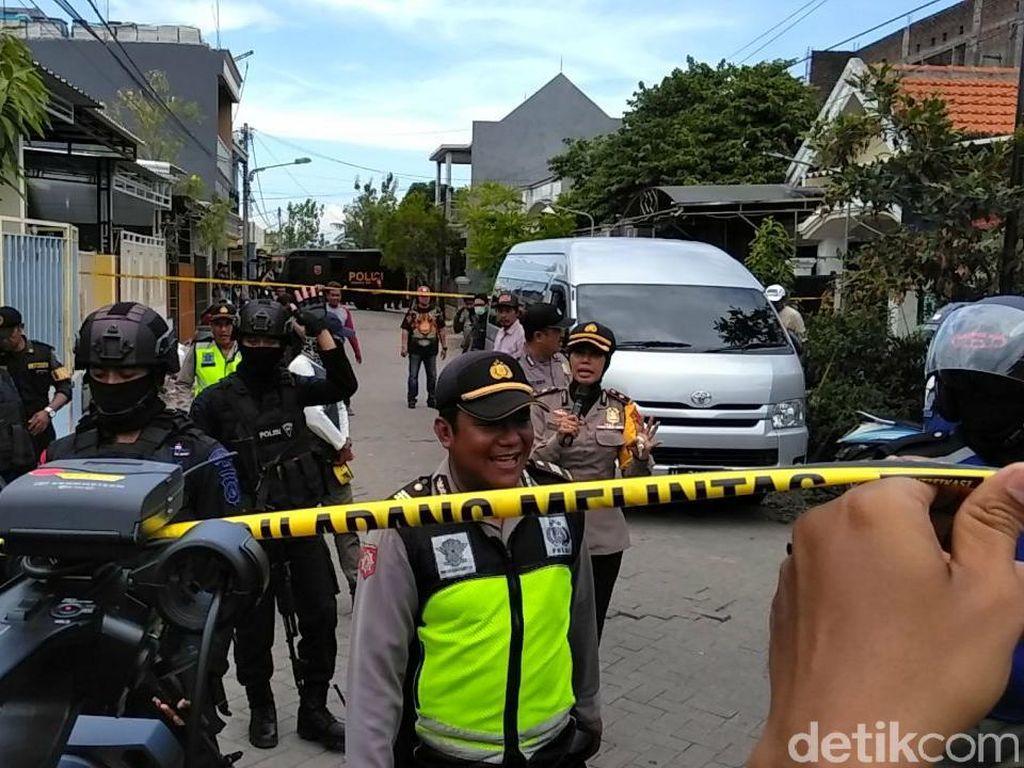 Rumah Kontrakan Bomber Polrestabes Surabaya Digeledah Densus 88