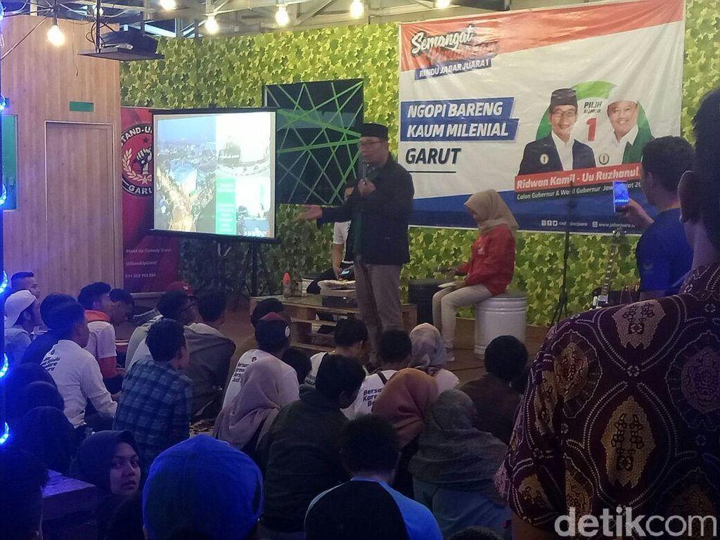 Kampanye di Garut, Ridwan Kamil Ngopi-Diskusi Bareng Milenial