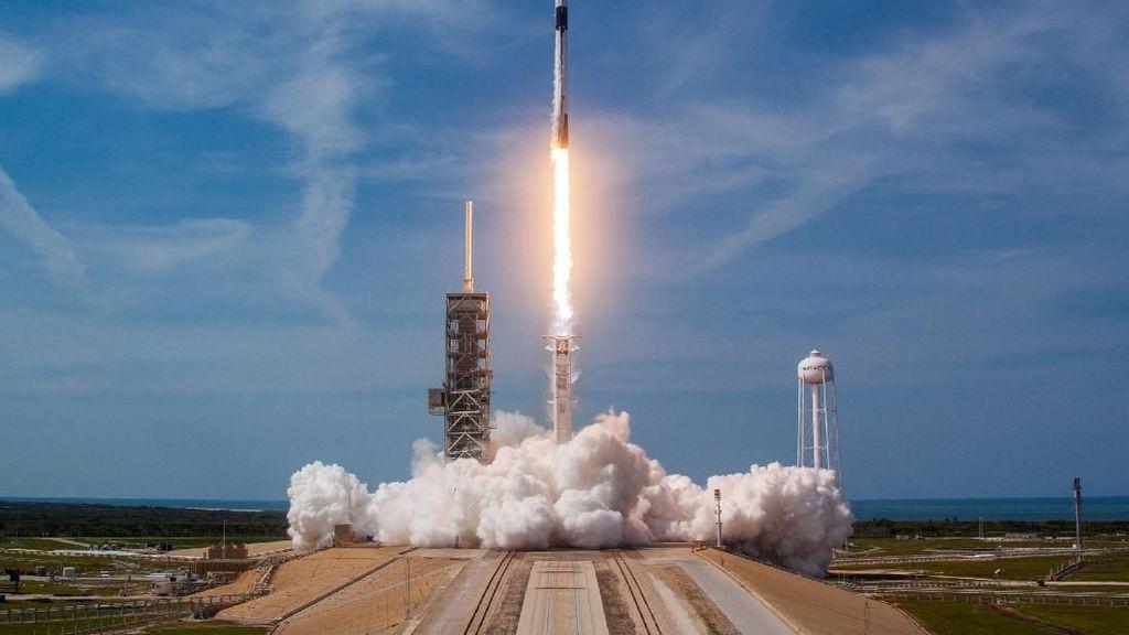 Peluncuran Roket Canggih SpaceX yang Dapat Dipakai 100 Kali