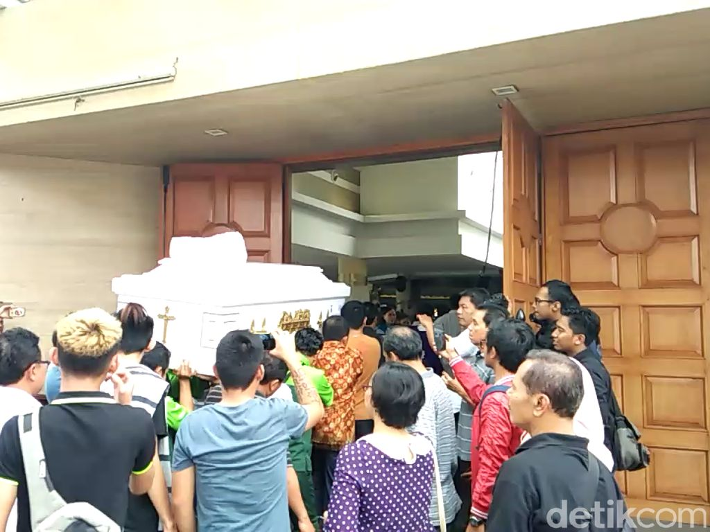 Tangis Keluarga Sambut Jenazah Korban Bom Surabaya di Tangerang