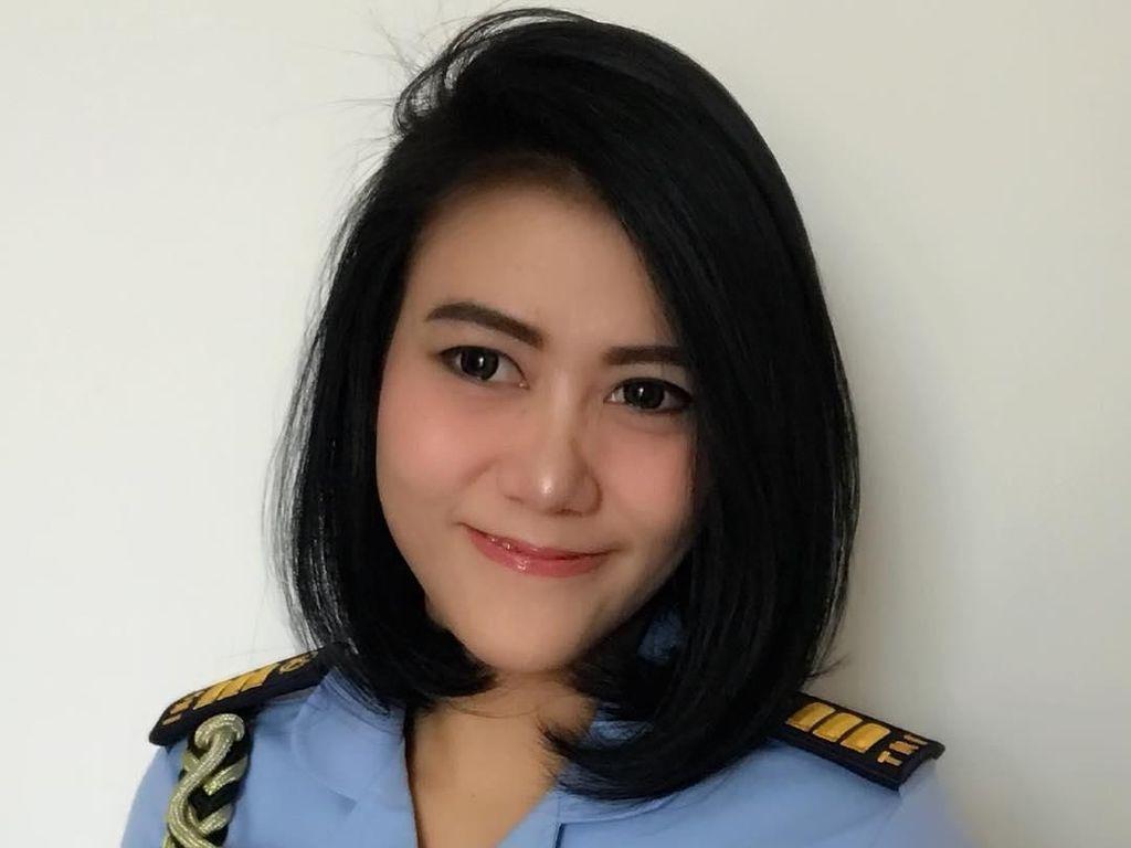 Serunya Momen Makan Sandhyca Putrie, Ajudan Iriana Jokowi Berparas Manis