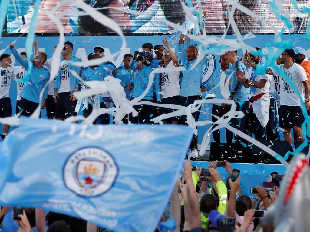 Video Lautan Fans City Birukan Kota Manchester