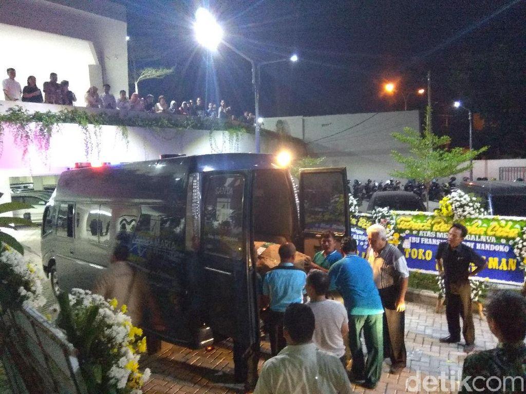Jenazah Fransisca, Korban Bom Gereja Surabaya Tiba di Cirebon