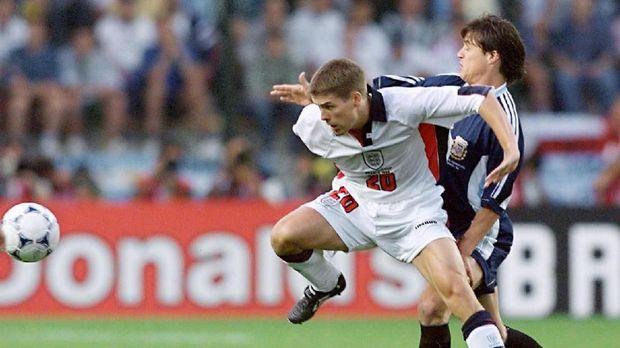 Michael Owen menjadi salah satu pemain muda Inggris yang diharapkan pada awal 2000-an.