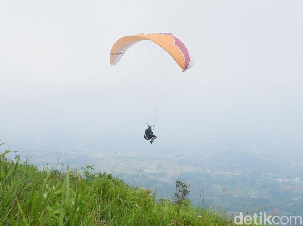 Foto: Bonus Buat Traveler yang Paralayang di Wonosobo