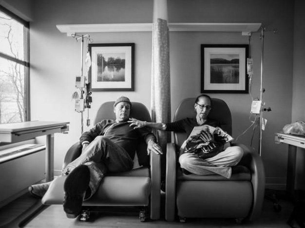 Fotografer Ini Abadikan Perjalanan Kedua Orang Tuanya yang Idap Kanker