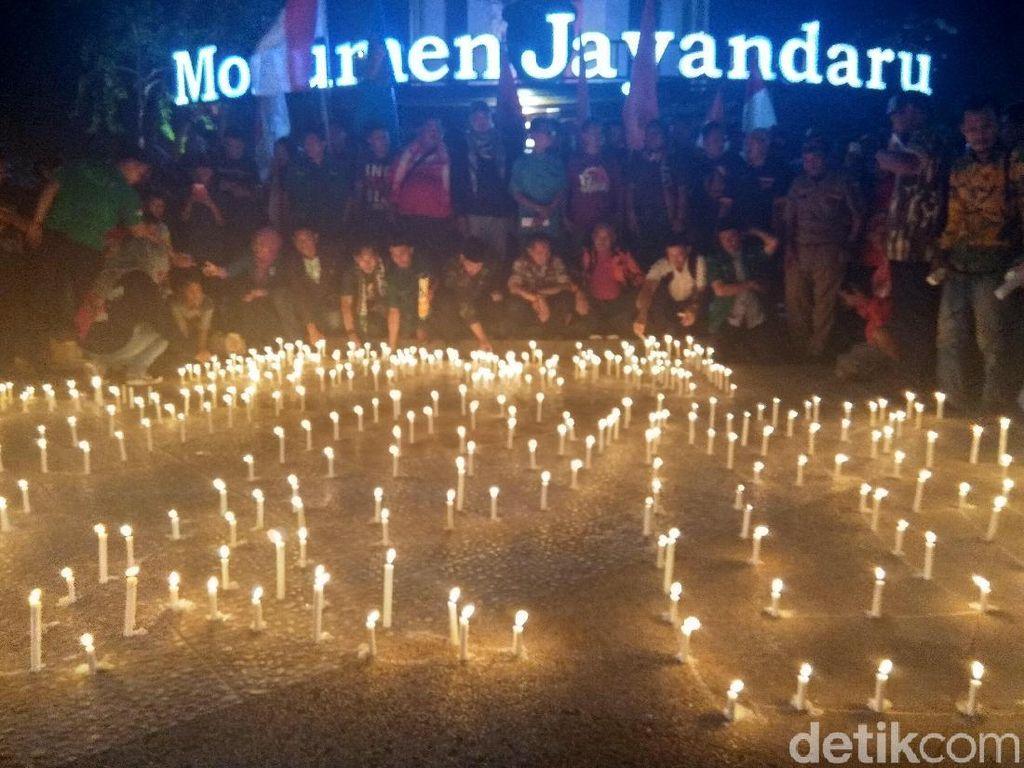 Nyala Lilin Suporter hingga Ormas di Sidoarjo Kutuk Aksi Teror