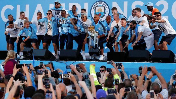Manchester City saat parade juara Premier League di kota Manchester (Andrew Boyers/Action Images via Reuters)