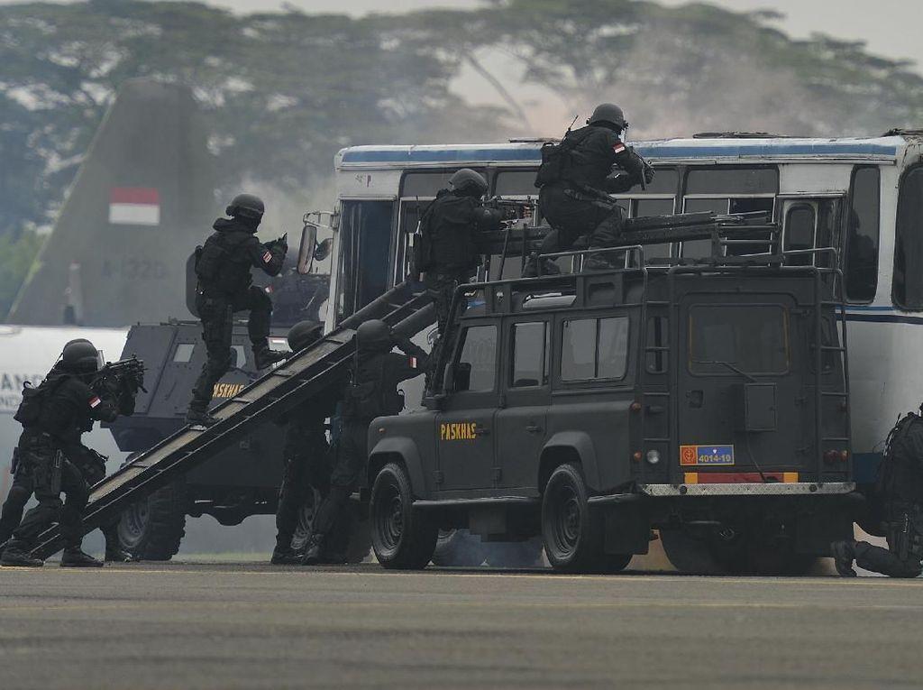 Apa Payung Hukum TNI Ikut Ganyang Teroris?