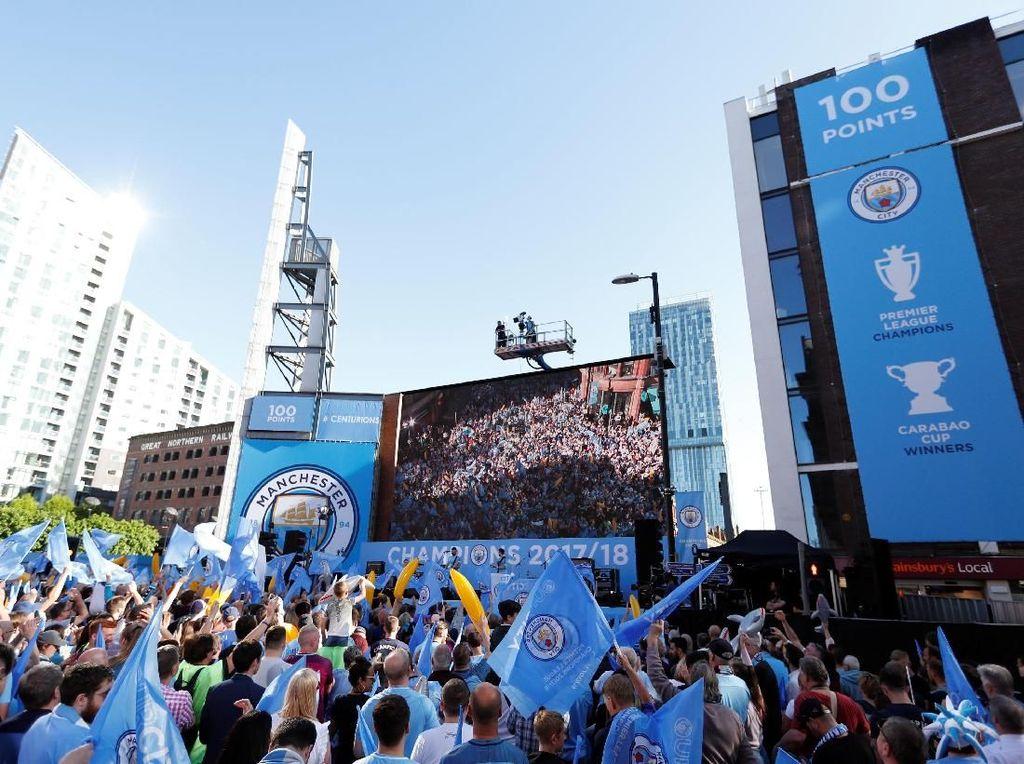 Foto: City Rayakan Gelar Juara, Manchester Membiru