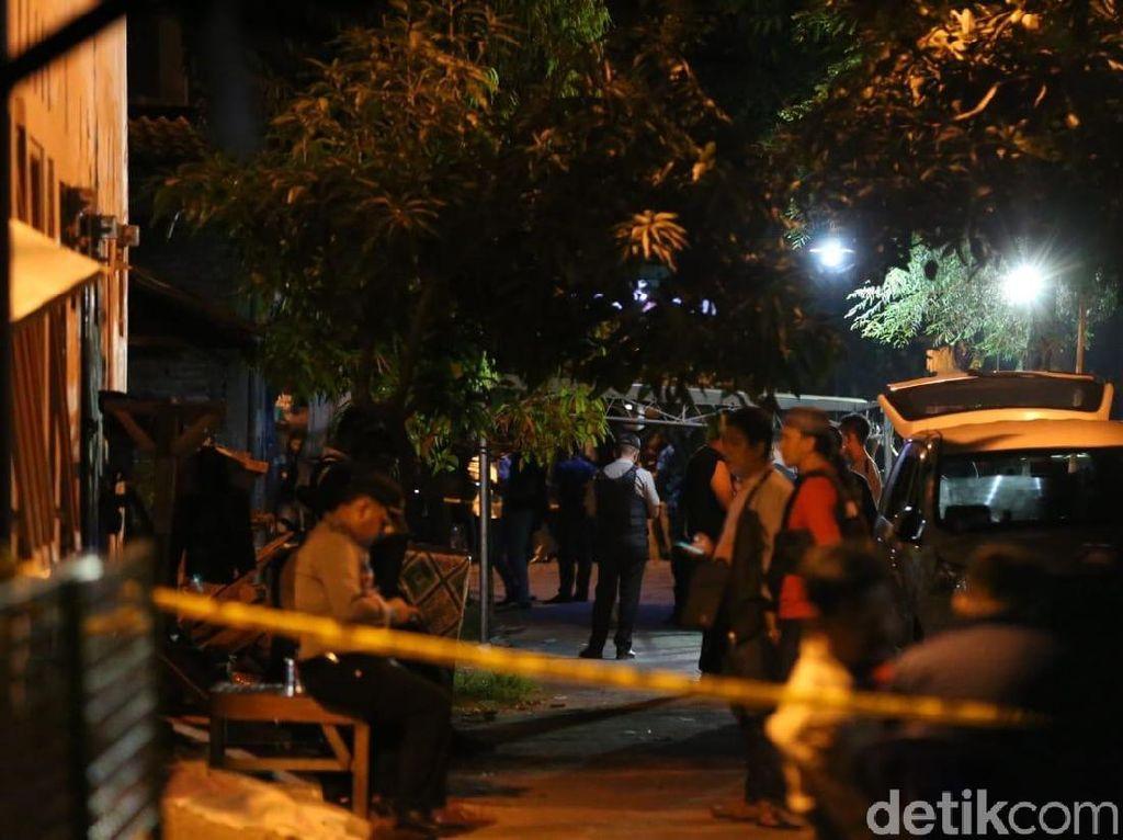 Risma Datang ke Lokasi Kos Terduga Teroris di Surabaya