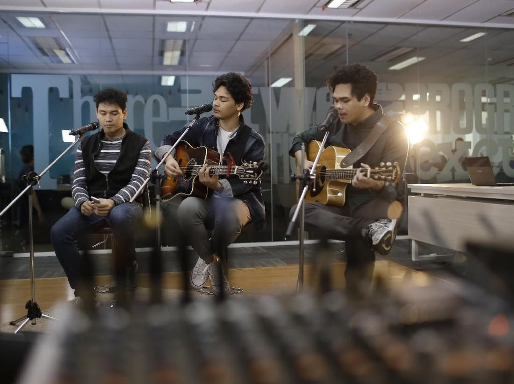 Sore-sore Mendengar Curhatan The Overtunes di Time Will Tell