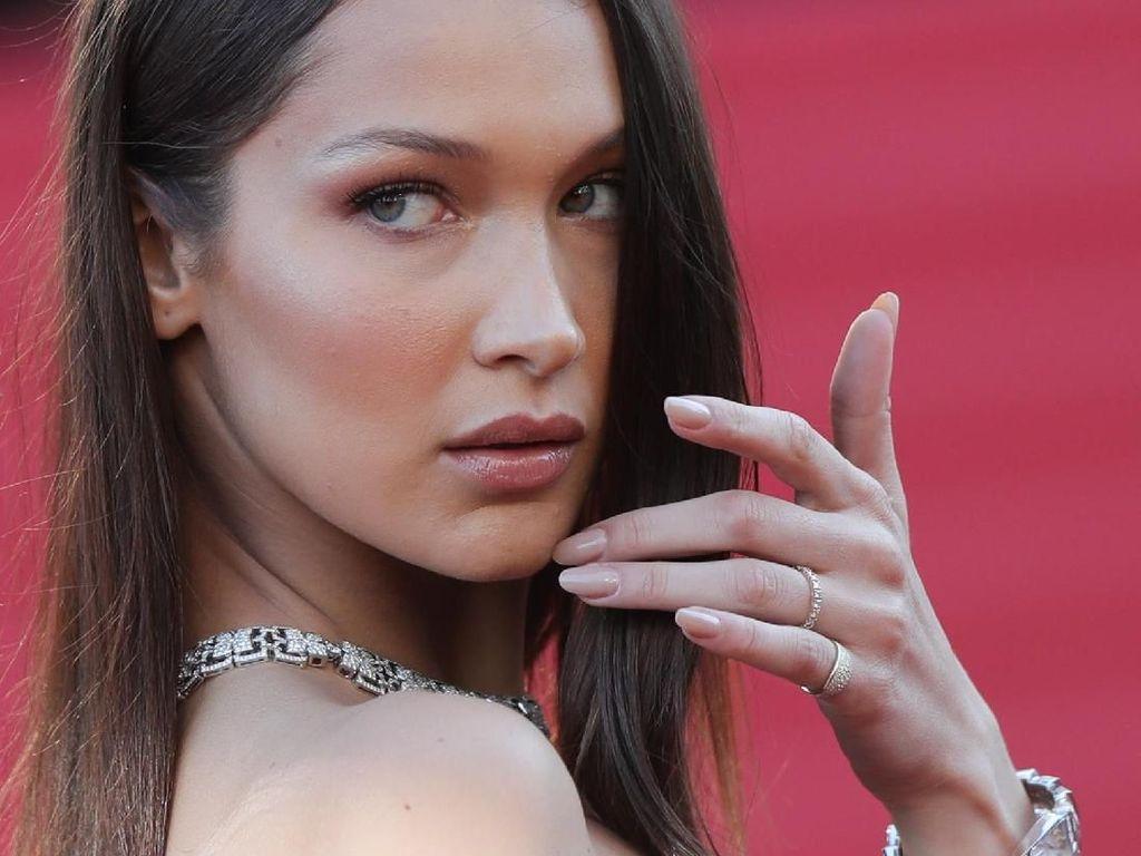 Lagi, Bella Hadid Foto Tanpa Busana di Majalah Vogue