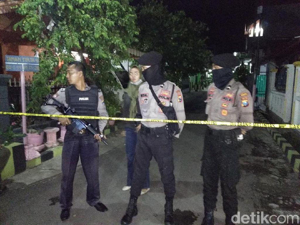 Dalam Semalam, Densus 88 Sergap 5 Terduga Teroris di Jatim