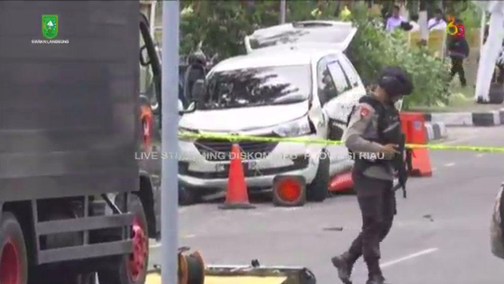 Ini Mobil yang Ditabrakan Teroris untuk Serang Polda Riau