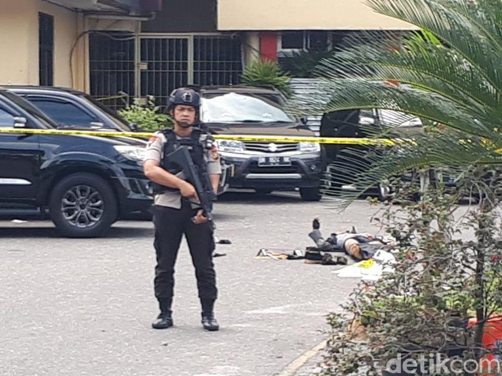 Foto: Suasana di Polda Riau 2 Jam Pasca Serangan, Ada Mayat Terkapar