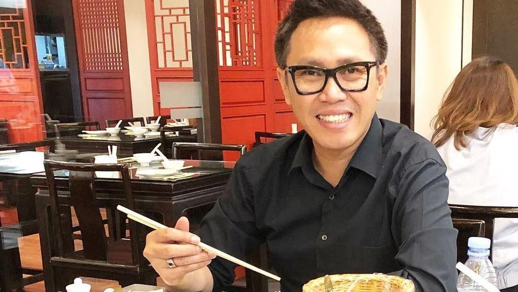 Gemar Makan Sate dan Nasi Pecel, Ini Potret Seru Eko Patrio Ketika Kulineran