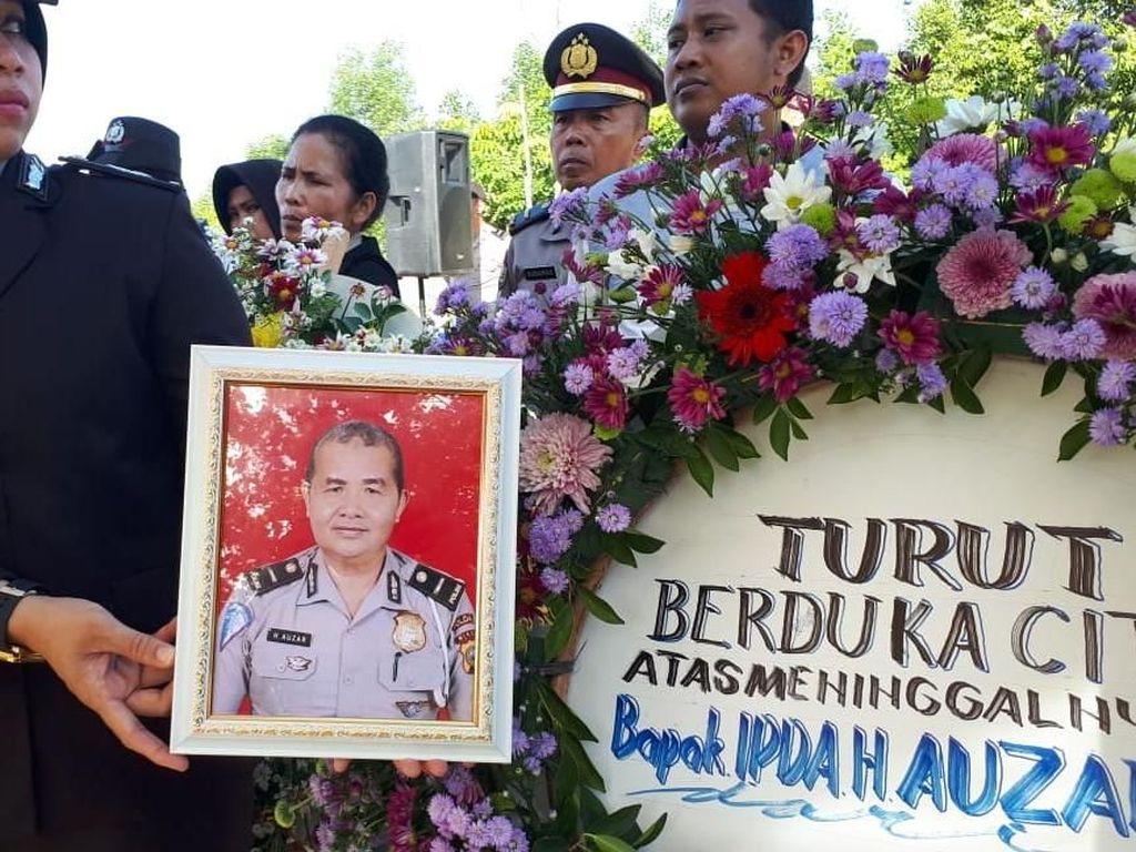 Tentang Iptu Auzar, Guru Ngaji yang Gugur Ditabrak Teroris