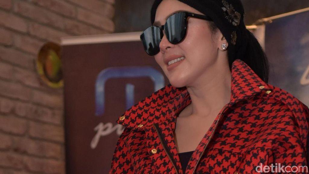 Penampilan Cetar Syahrini, Aulia Sarah hingga Member Senbatsu Uza