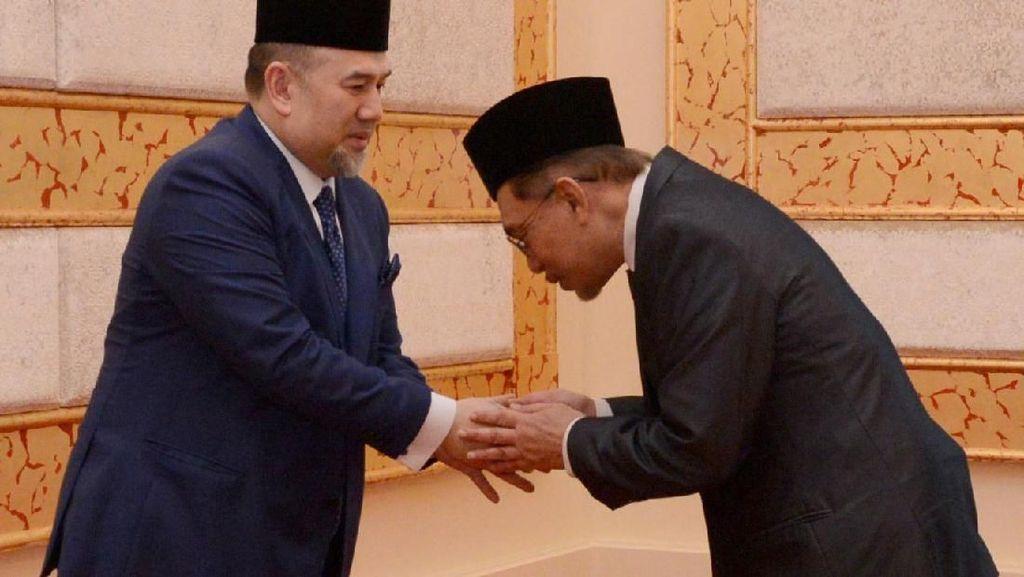 Bebas dari Penjara Anwar Ibrahim Disambut Hangat Istana Kerajaan