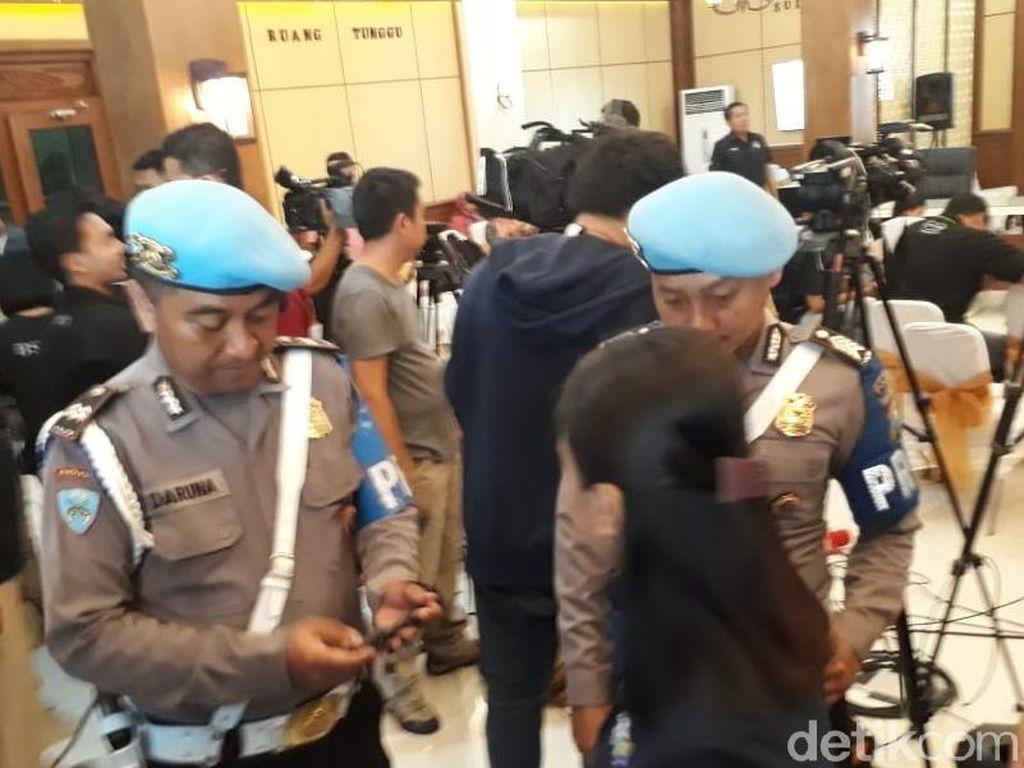 Rawan Penyusup Teroris, Polisi Periksa ID Card Jurnalis