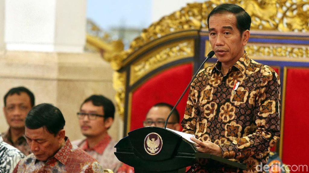Presiden Jokowi Pimpin Rapat Kabinet di Istana Negara