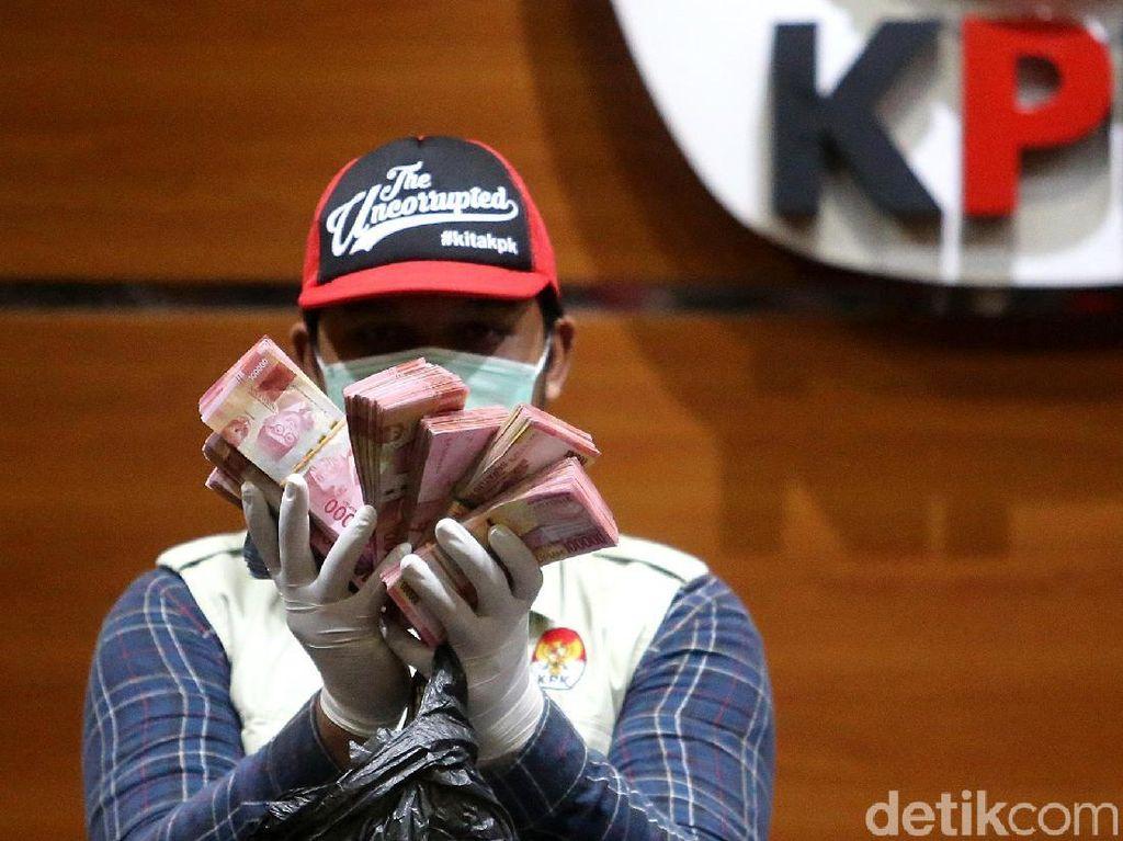KPK Tunjukkan Uang Suap Bupati Bengkulu Selatan