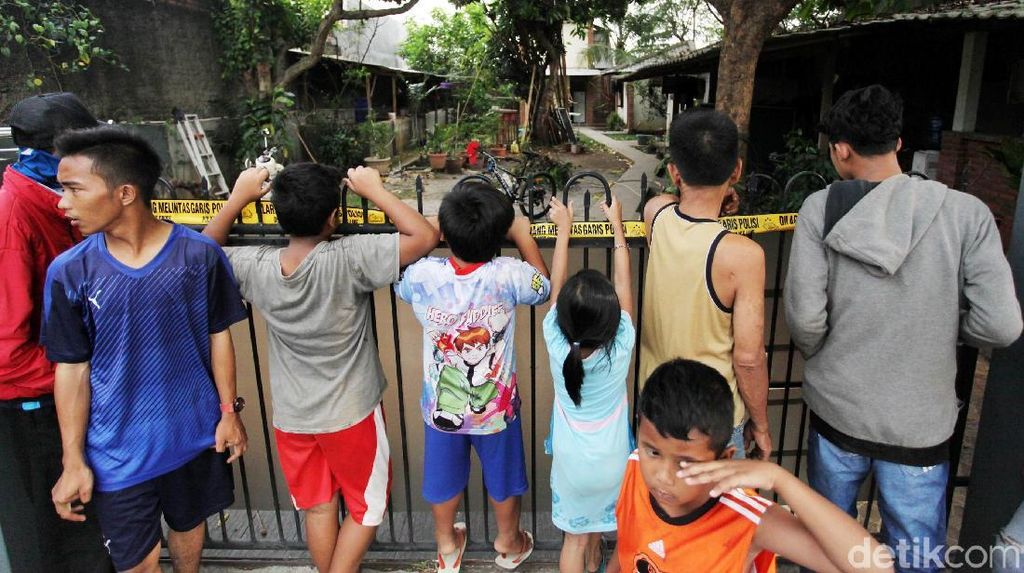 Lokasi Penggrebekan Terduga Teroris di Tangerang jadi Tontonan