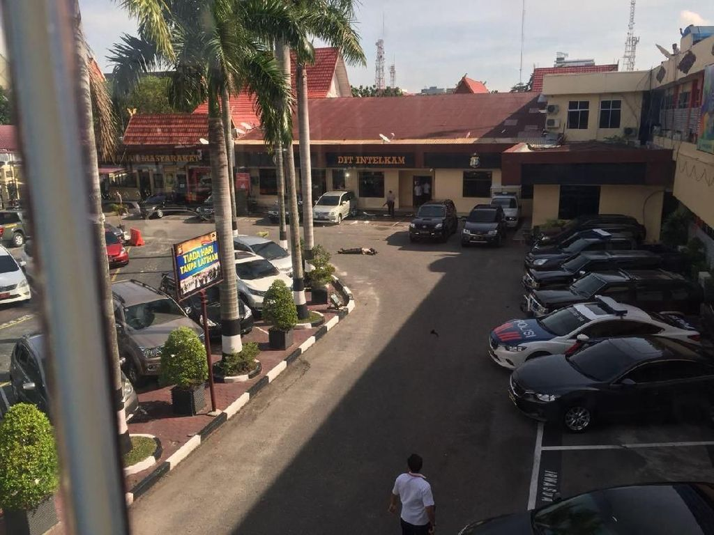 Foto: Serangan Teroris di Polda Riau yang Lukai Polisi