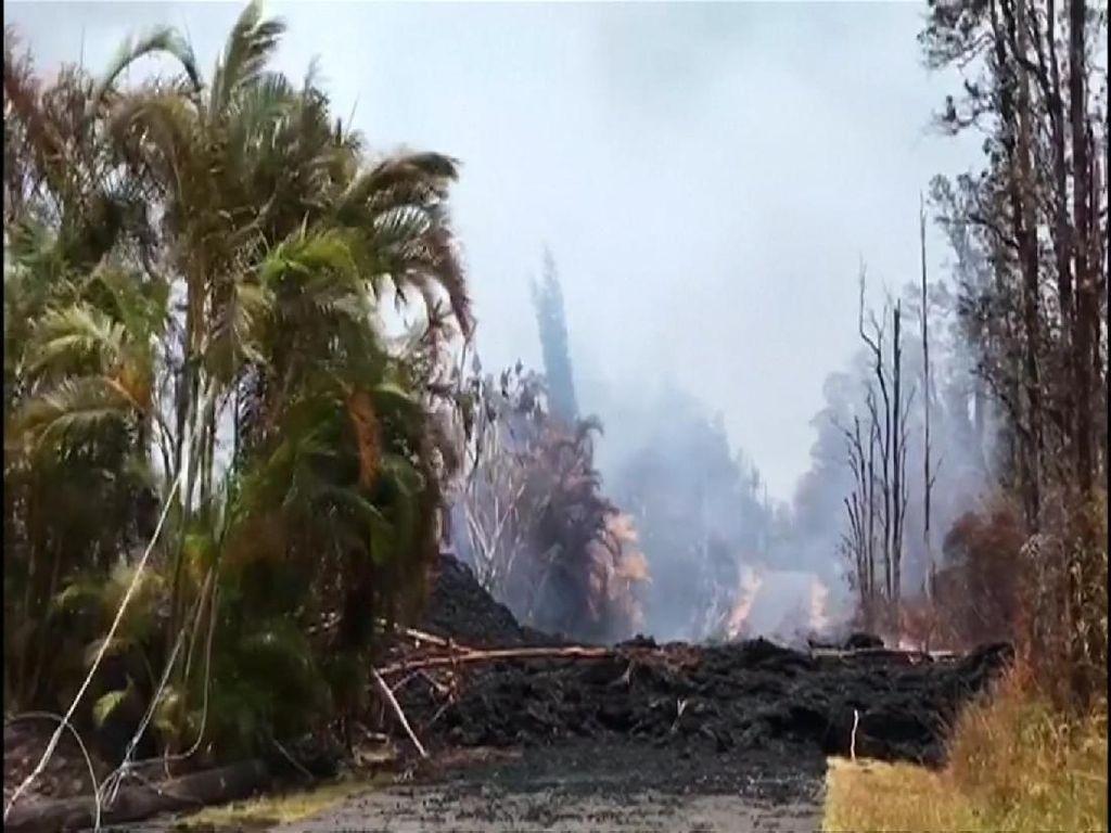 Jalan Terbelah Imbas Meletusnya Gunung Kilauea Hawaii