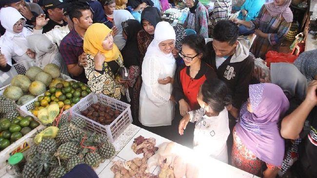 Blusukan ke Pasar Ngopak Pasuruan, Khofifah Dicurhati Pedagang
