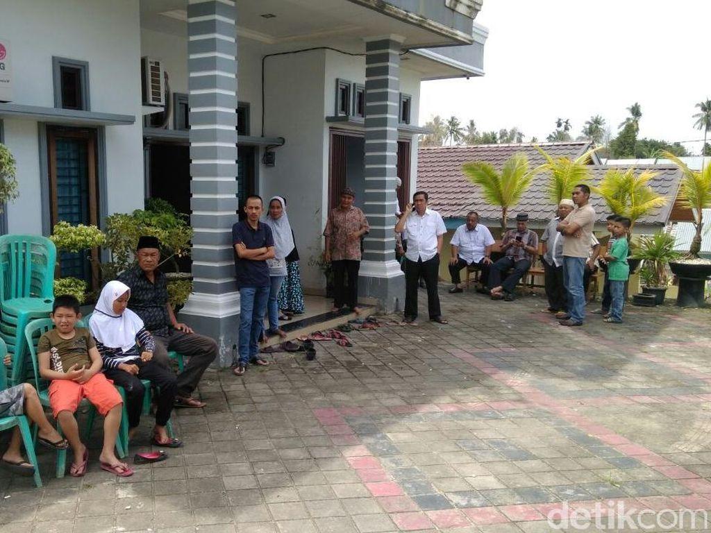 Duka Mendalam Keluarga Ipda Auzar yang Gugur Ditabrak Teroris