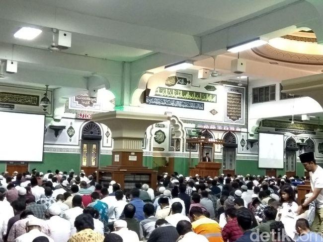 Begini Suasana Tarawih Pertama di Masjid Agung Al-Azhar