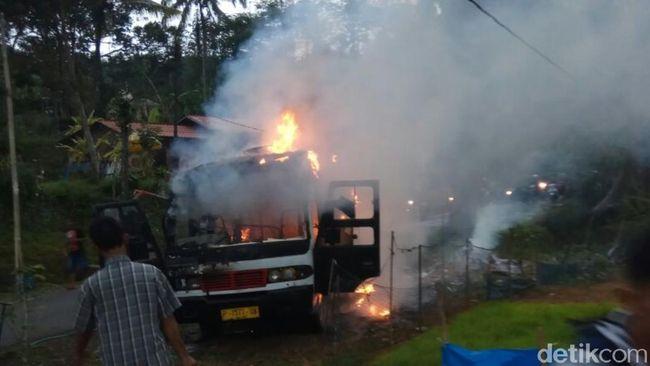 Bus Terbakar di Sukabumi, Belasan Penumpang Selamat