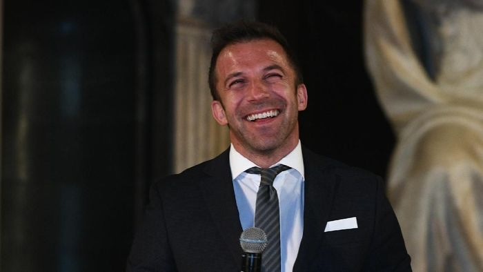 FLORENCE, ITALY - APRIL 09:  Alessandro Del Piero poses for a photo during talian Football Federation Hall Of Fame on April 9, 2018 in Florence, Italy.  (Photo by Claudio Villa/Getty Images)