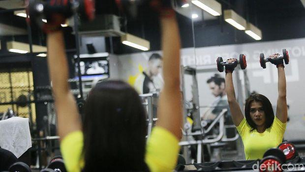 Di samping menjalankan diet sehat, Maria Vania juga rajin olahraga.