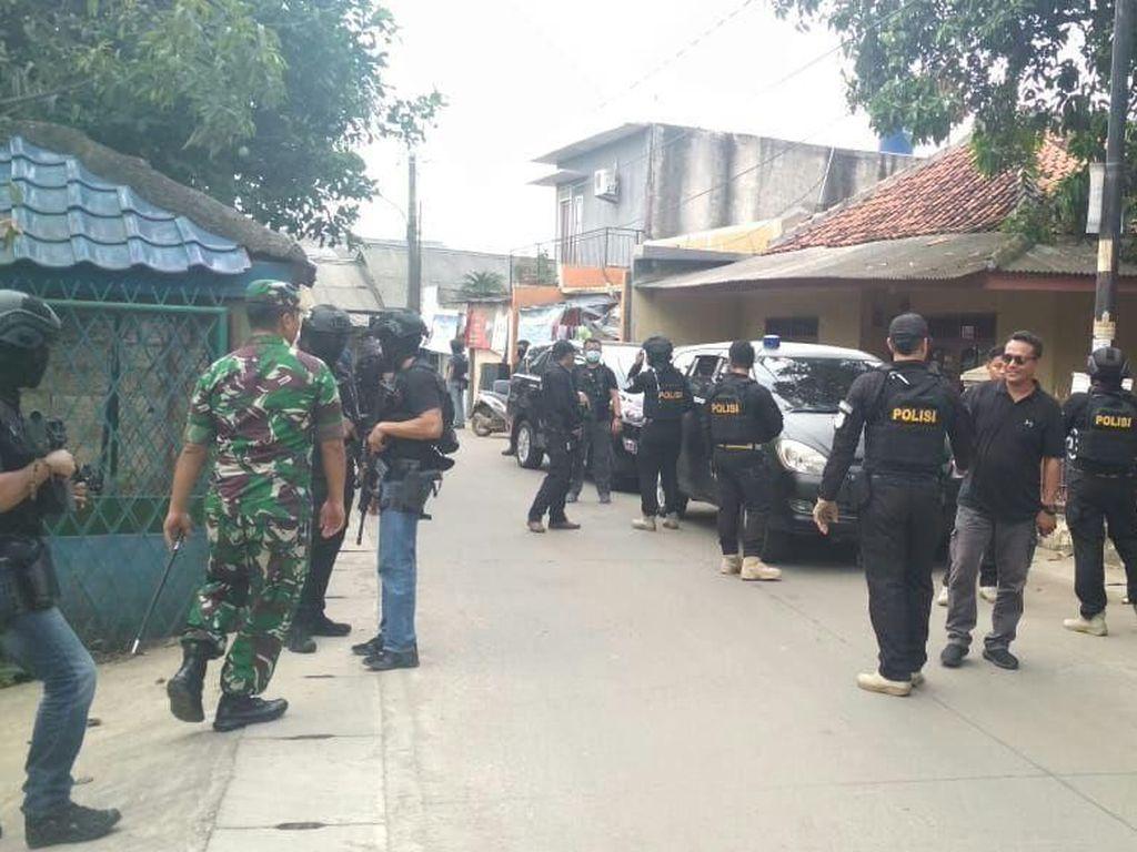 Teroris Ganteng yang Mengejutkan Emak-emak Tangerang