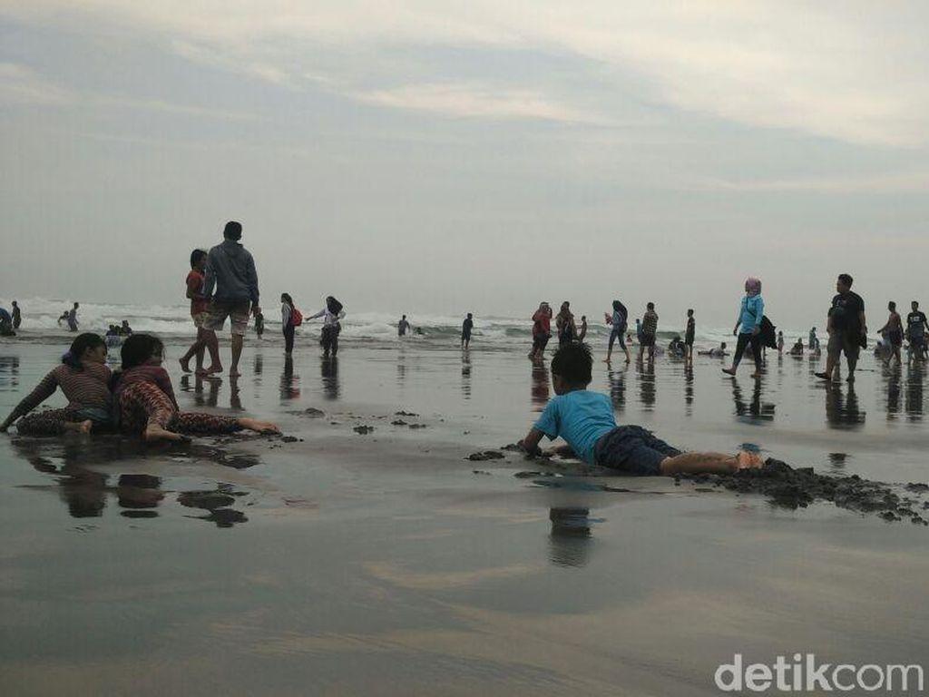 Wisatawan Takut ke Pantai Pasca Tsunami, BPBD Bantul: Berlebihan