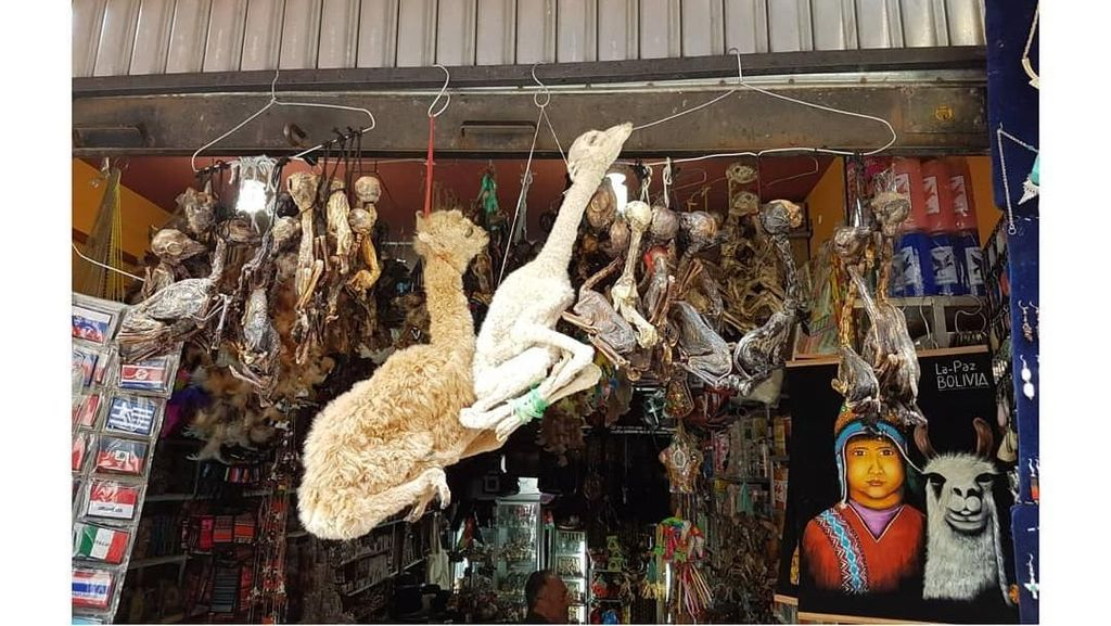 Foto: Pasar yang Menjual Jimat dan Benda Sihir