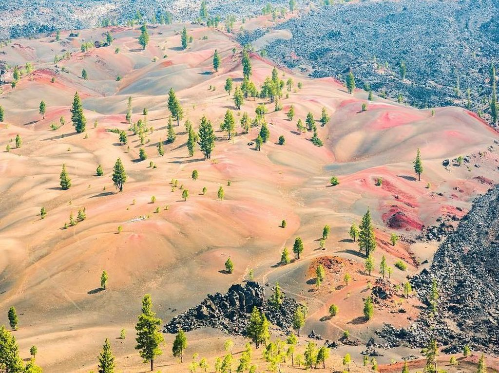 Keajaiban Alam, Bukit Pasir Vulkanik Berwarna-warni