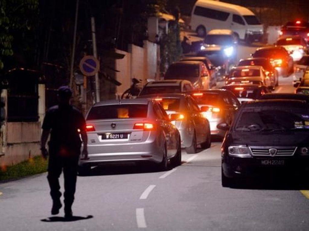 Polisi Geledah Rumah Najib dan Lokasi Lain, Tas dan Hadiah Disita
