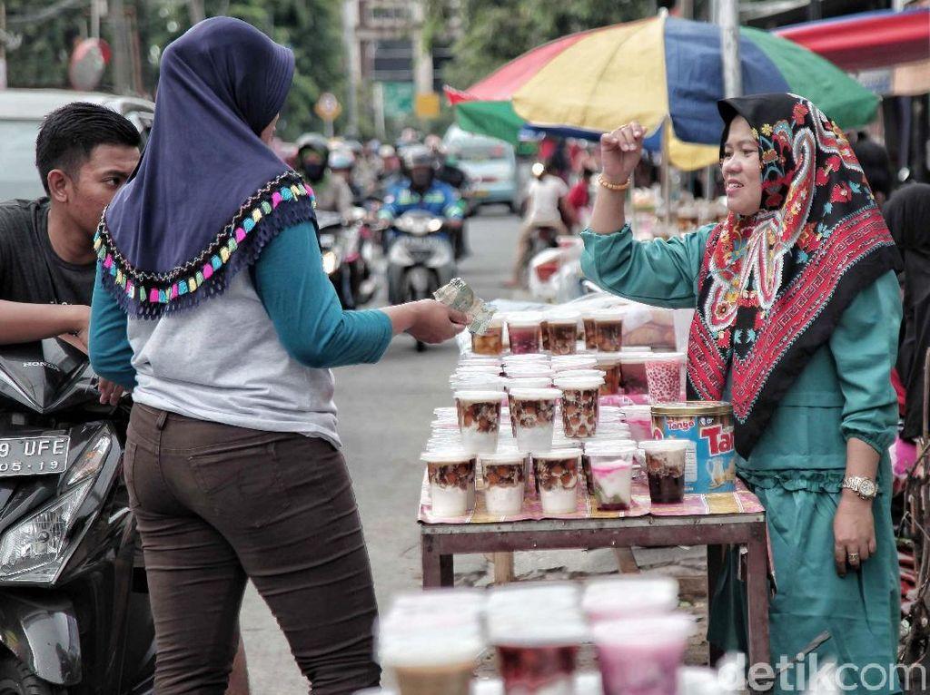 Banyak Dicari, Penjual Takjil Panen Rejeki di Bulan Ramadan