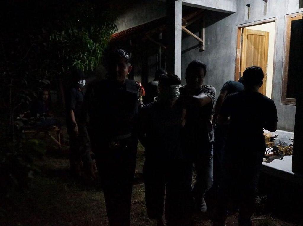 Tertutup, Rekan Guru Tak Tahu Rumah Terduga Teroris Probolinggo